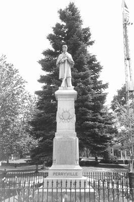 00845 Civil War Monument, WIlloughby Ohio.jpg