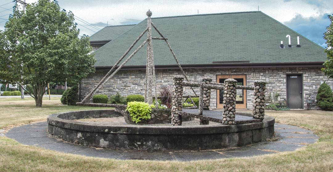 The Ohio Stone Ship of Fostoria Fountain Cemetery 1.jpg